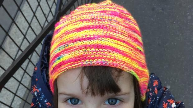 bonnet_garter_ear_flap_hat_porte