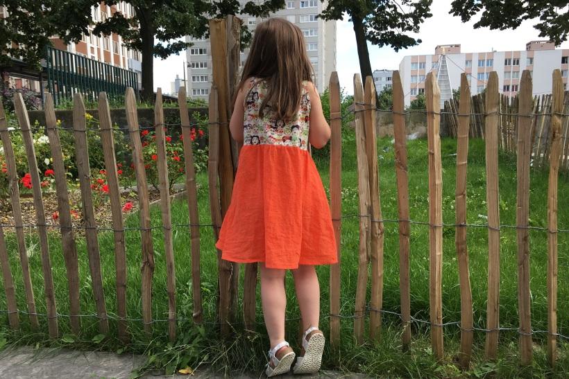 robe en jersey dia de los muertos et frida kahlo et plumetis orange, vue de dos